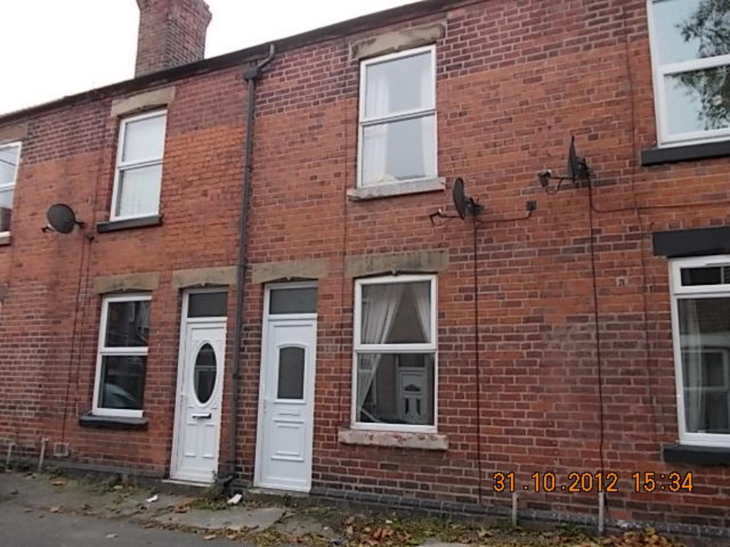 WELL PRESENTED FAMILY HOUSE for rent in Clifton, Rotherham, S6