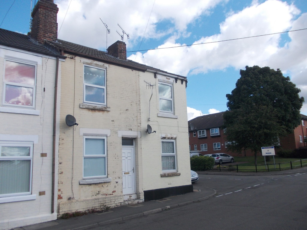 AVAILABLE NOW for rent in Parkgate, Rotherham, S6