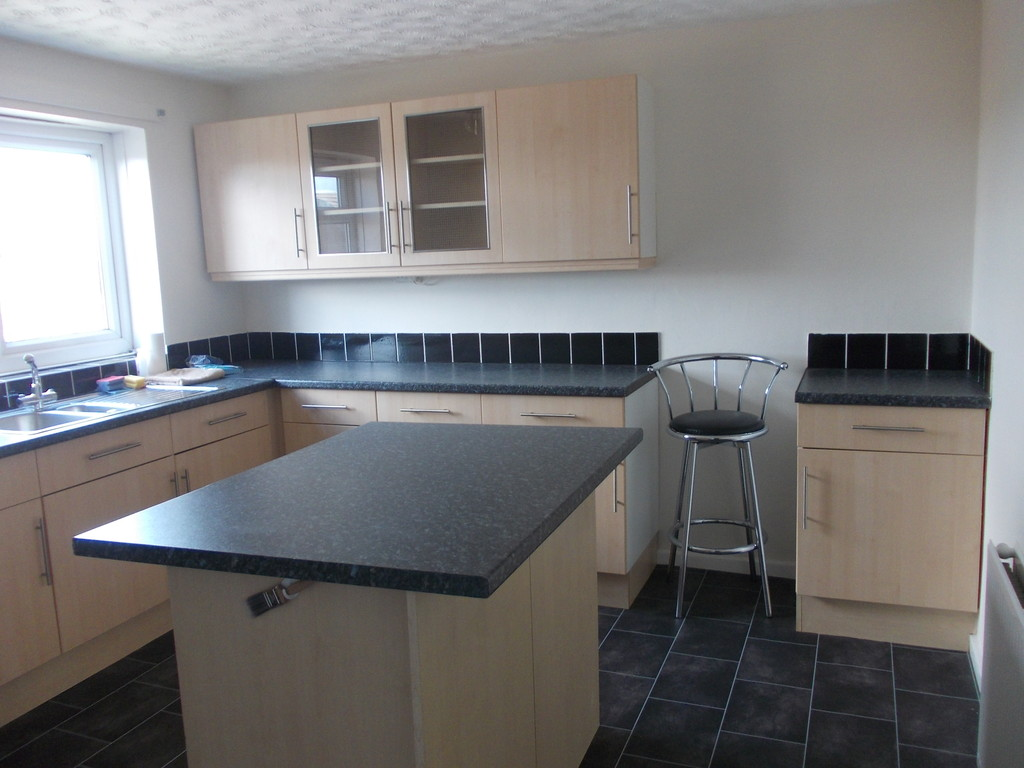 Modern throughout for rent in , Rotherham, S6