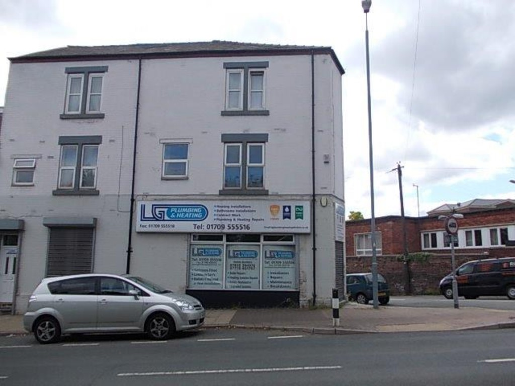 Close to the town centre. for rent in Kimberworth, Rotherham, S6