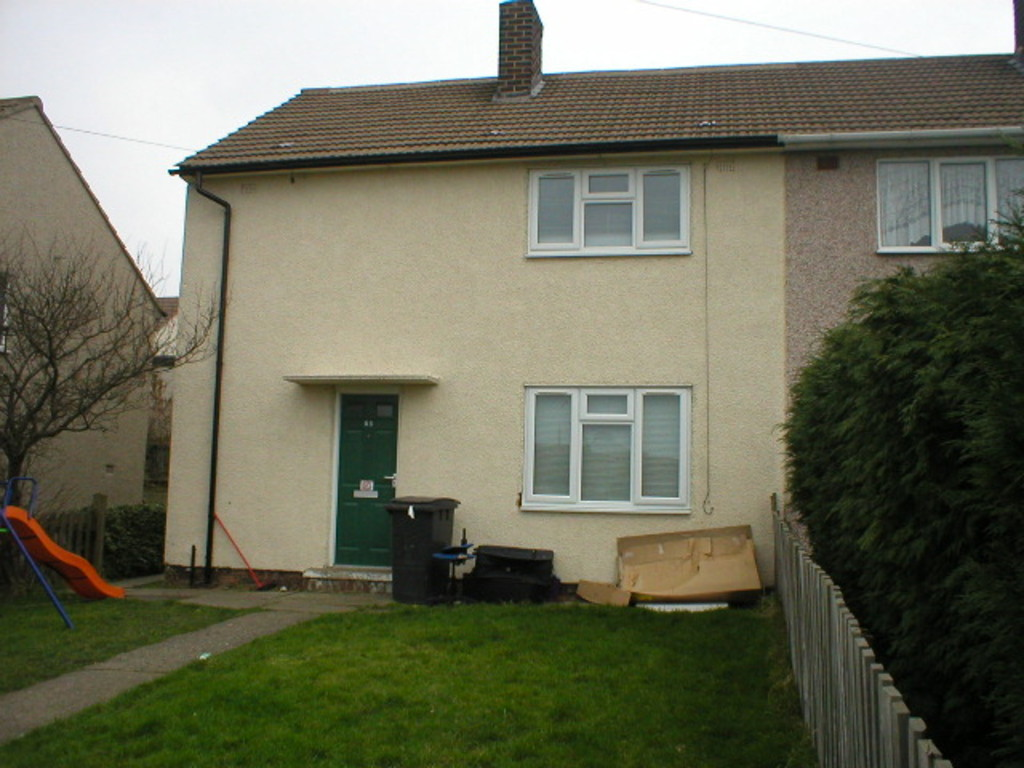 Three Bedroom Semi detached for rent in Bolsover, Chesterfield, S4