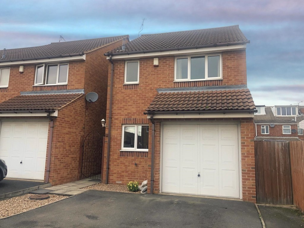 Modern detached house for rent in Dinnington, Sheffield, S2
