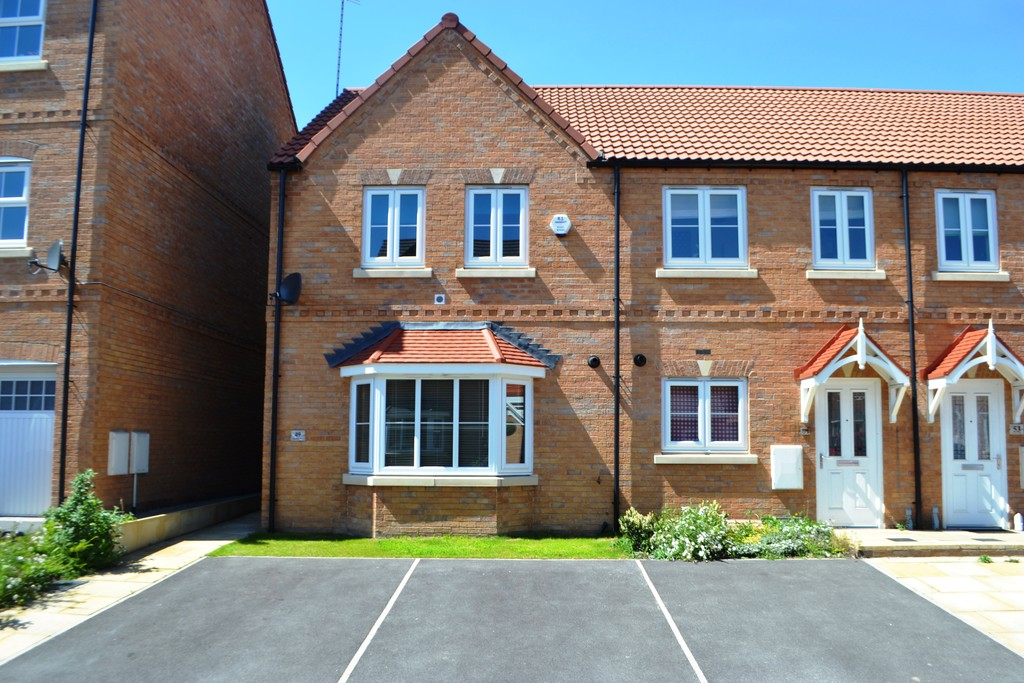 Well Presented Three Bedroom End Town House for rent in Kilnhurst , Mexbrough , S6
