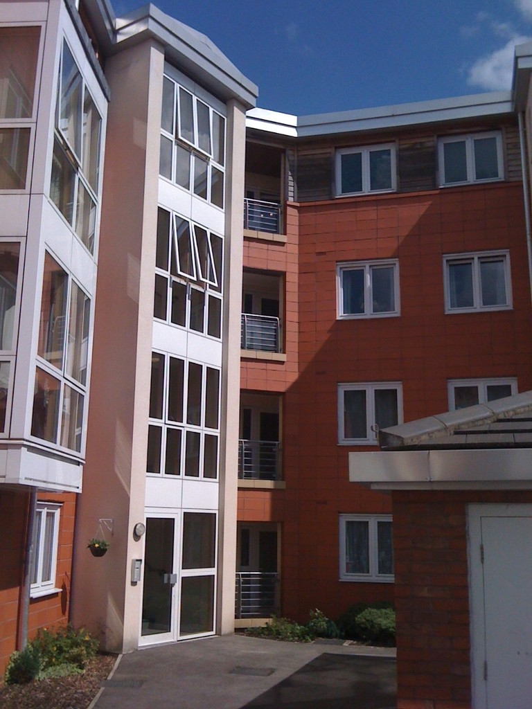 Three Bedroom Third Floor Flat for rent in The Waterfront, Ousegate, YO
