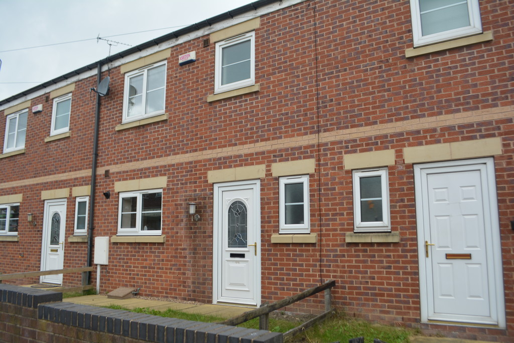THREE DOUBLE BEDROOMS for rent in High Green, Sheffield, S3