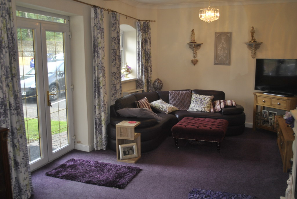 Two Double Bedroom Apartment for sale in Wadsley Bridge, Sheffield, S6