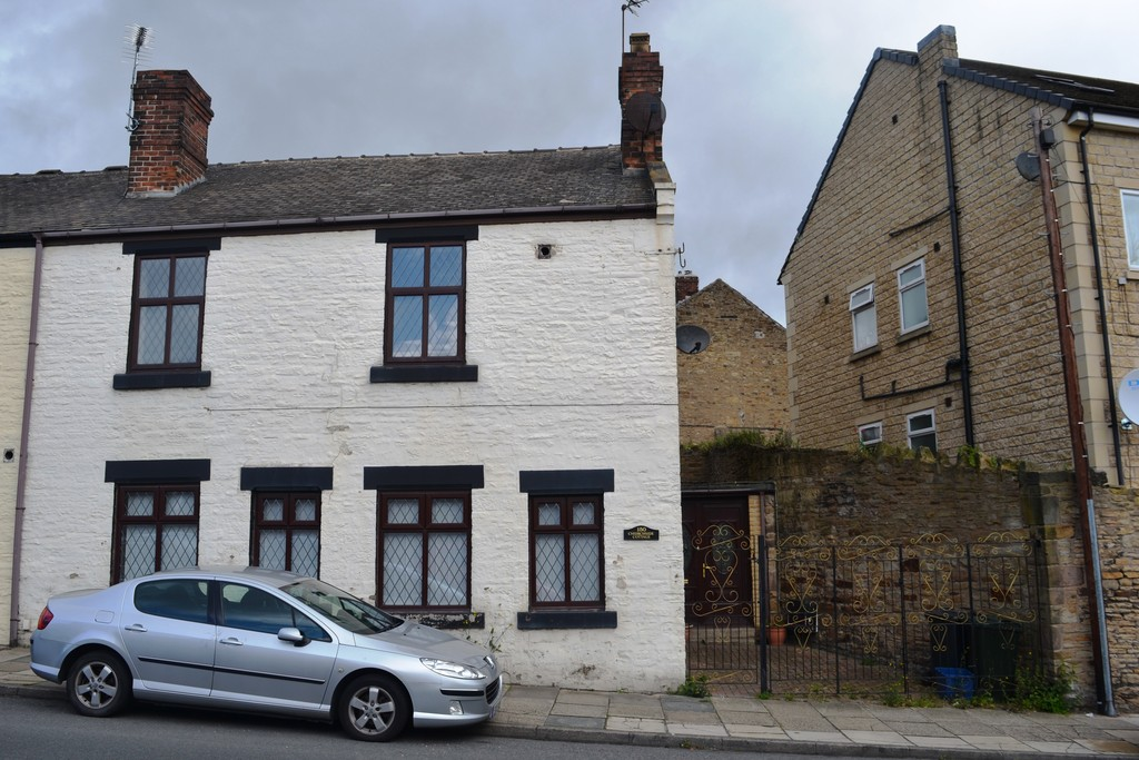 Three Bedroom End Terraced House for sale in Kimberworth, Rotherham, S6