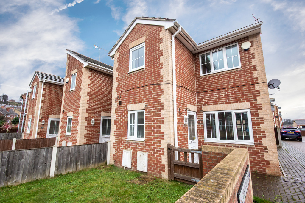 Three Bedroom End Townhouse for sale in Worsbrough, Barnsley, S7