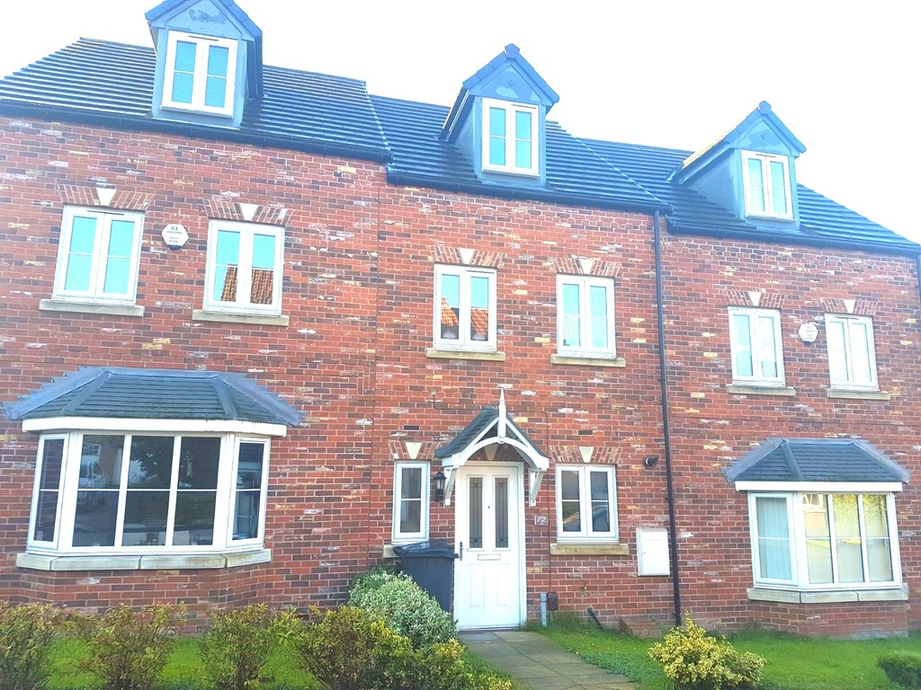 Three Bedroom Mid Town House for sale in Parkgate, Rotherham, S6