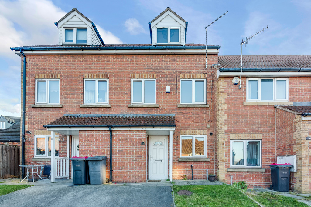 Three Bedroom town House for sale in Parkgate, Rotherham, S6