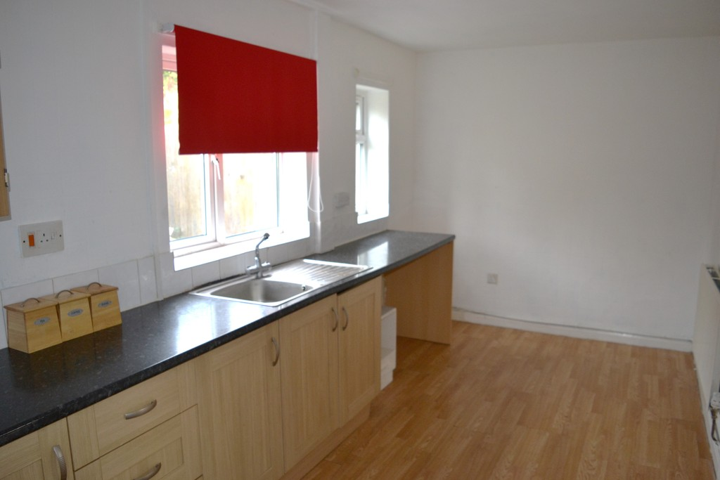 Three Bedroom Semi for rent in , Rotherham, S6