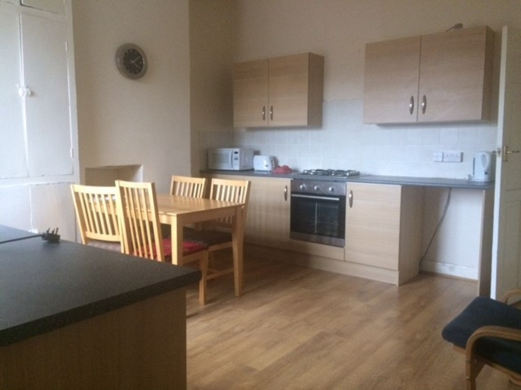 SPACIOUS LIVING ROOM for rent in Maltby, Rotherham, S6
