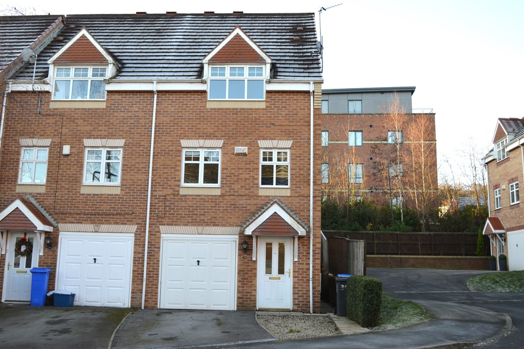 Three Bedroom Town House for sale in Wadsley Park, Sheffield, S6