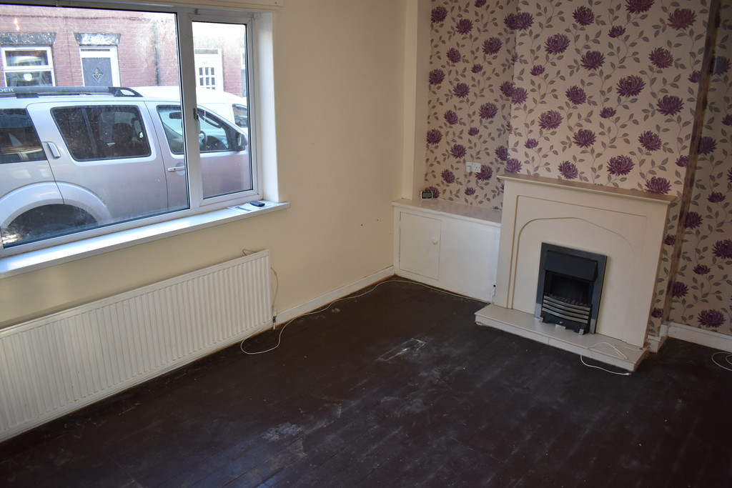 Three Bedroom Mid Terrace for sale in New Houghton, Mansfield, NG