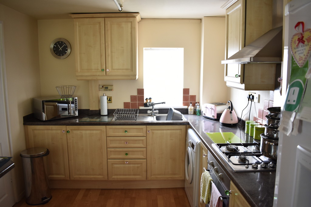 Two Bedroom End Town House for sale in Shirecliffe, Sheffield, S5
