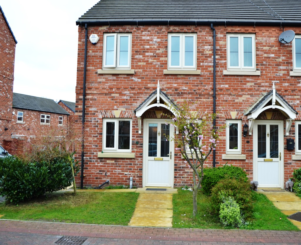 Two Bedroom End Terraced House for sale in Kilnhurst, Rotherham , S6