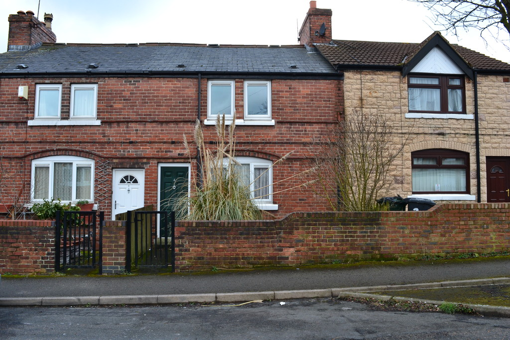 Three Bedroom Mid Terrace for sale in Maltby, Rotherham, S6