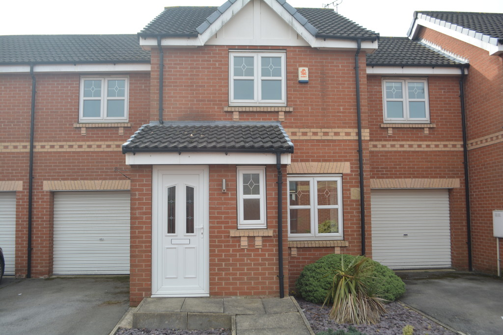 3 Bedroom Spacious Family Home. for rent in Sunnyside, Rotherham, S6