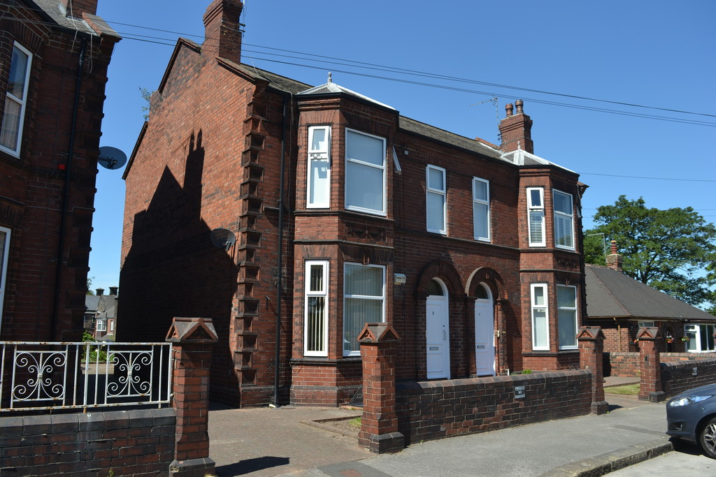 TWO DOUBLE BEDROOMS for rent in , Rotherham, S6