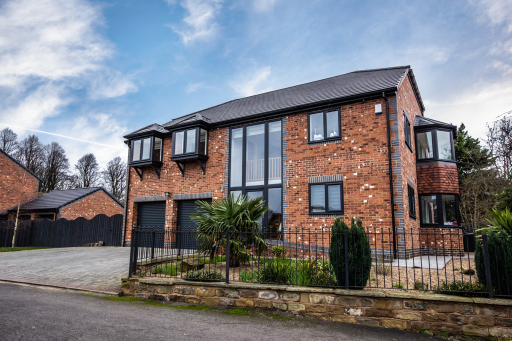 Five Bedroom Detached Residence for sale in Thrybergh, Rotherham, S6