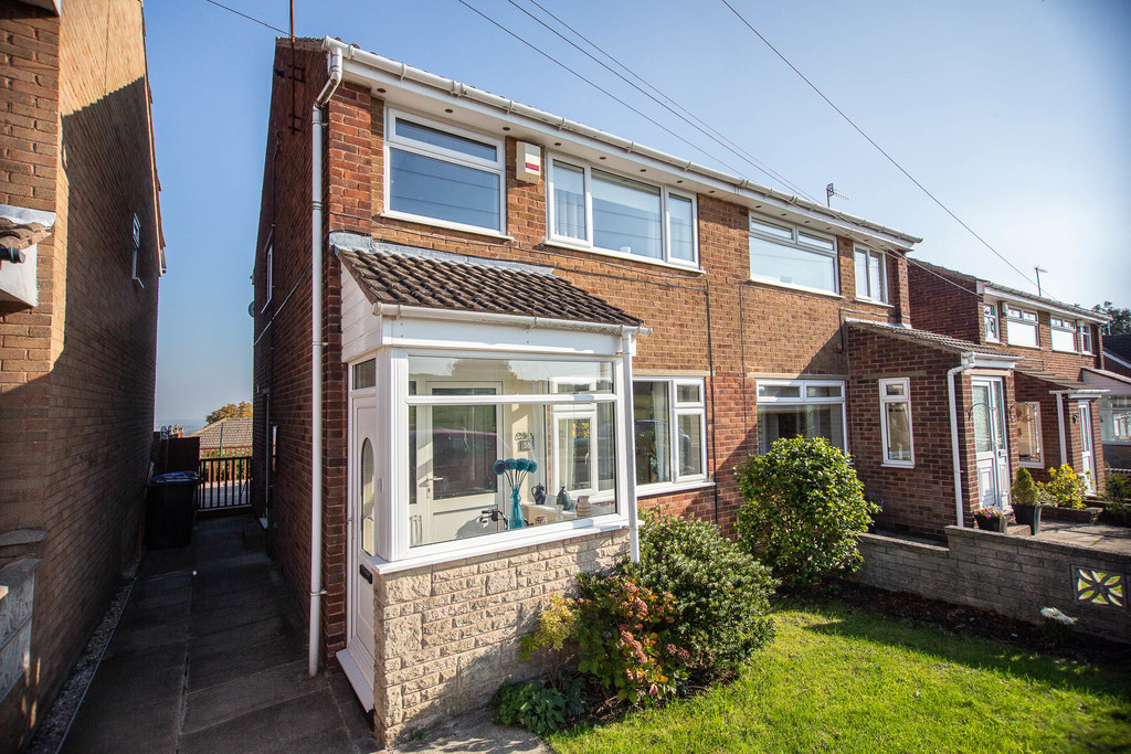 Three Bed Semi-Detached House for sale in Grenoside, Sheffield, S3