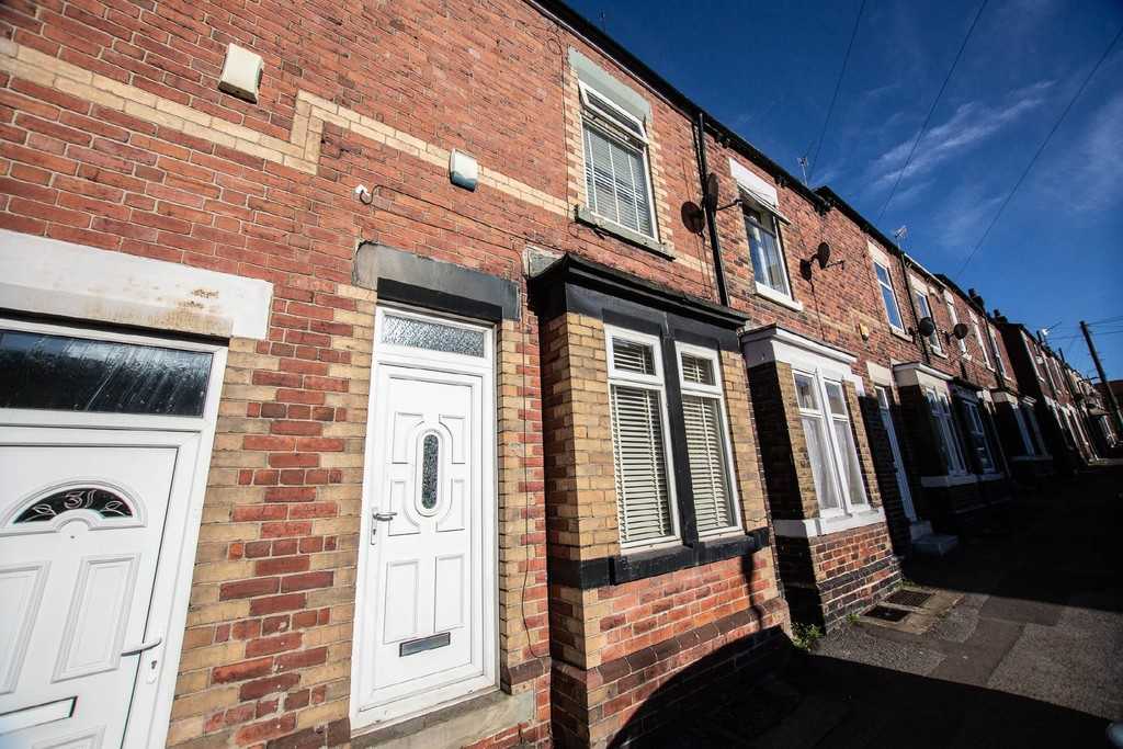 Two Double Bedroom Terraced House for rent in Parkgate, Rotherham, S6