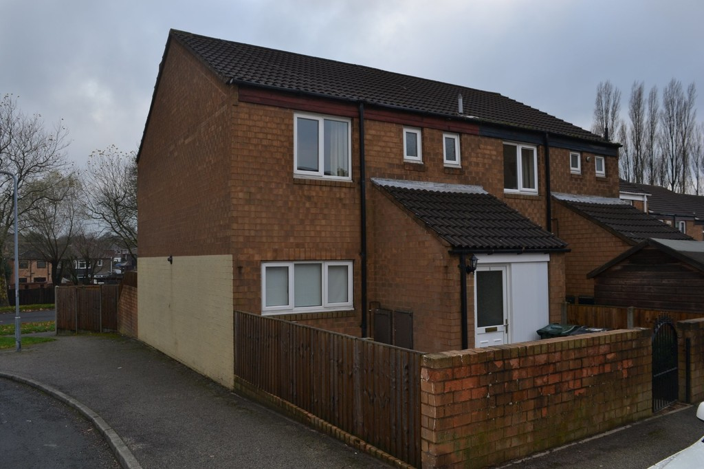 Two Bed End Town House for rent in Flanderwell, Rotherham, S6