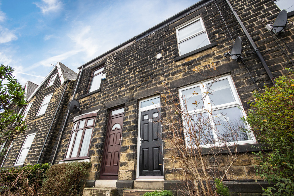 Three Bedroom Terrace House for sale in Grenoside, Sheffield, S3
