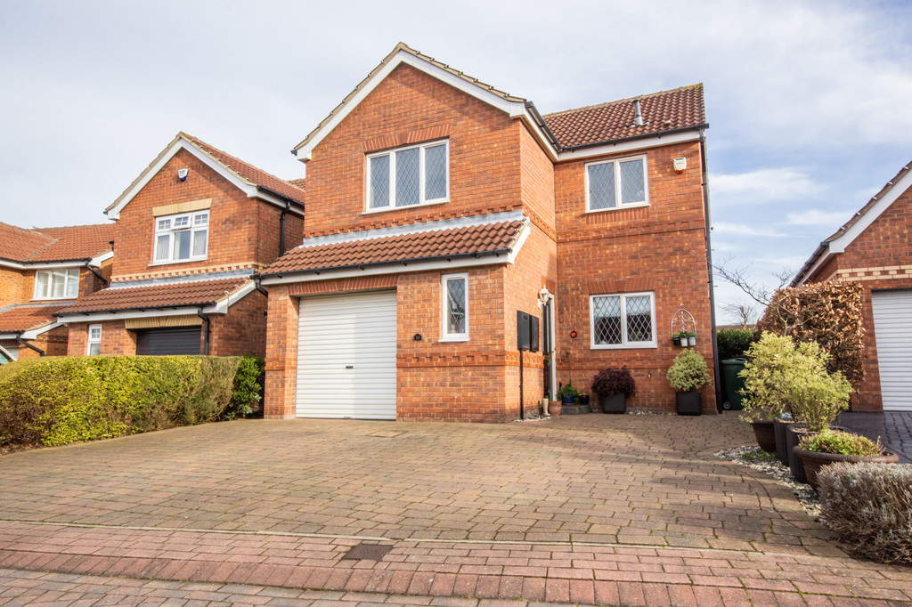 Three Double Bedroom Detached House for sale in Woodlaithes Village, Rotherham, S6