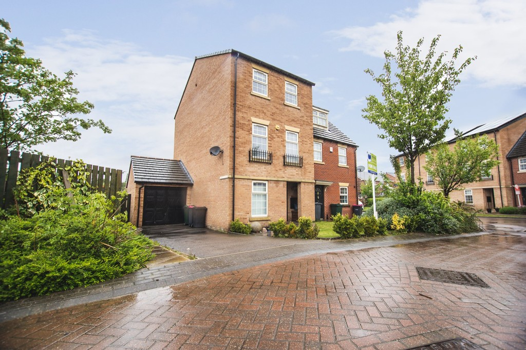 Four Bedroom Town House for sale in Kiveton Park, Sheffield, S2