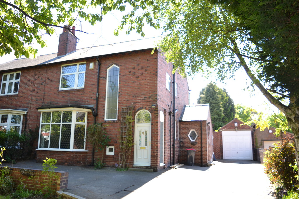 Substantial Four Bedroom detached family residence for rent in , Rotherham, S6