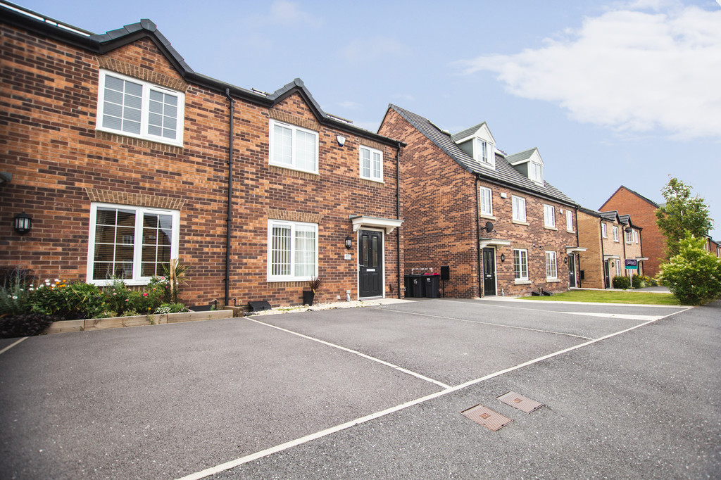 Three Bedrooms for sale in Waverley, Catcliffe, S6