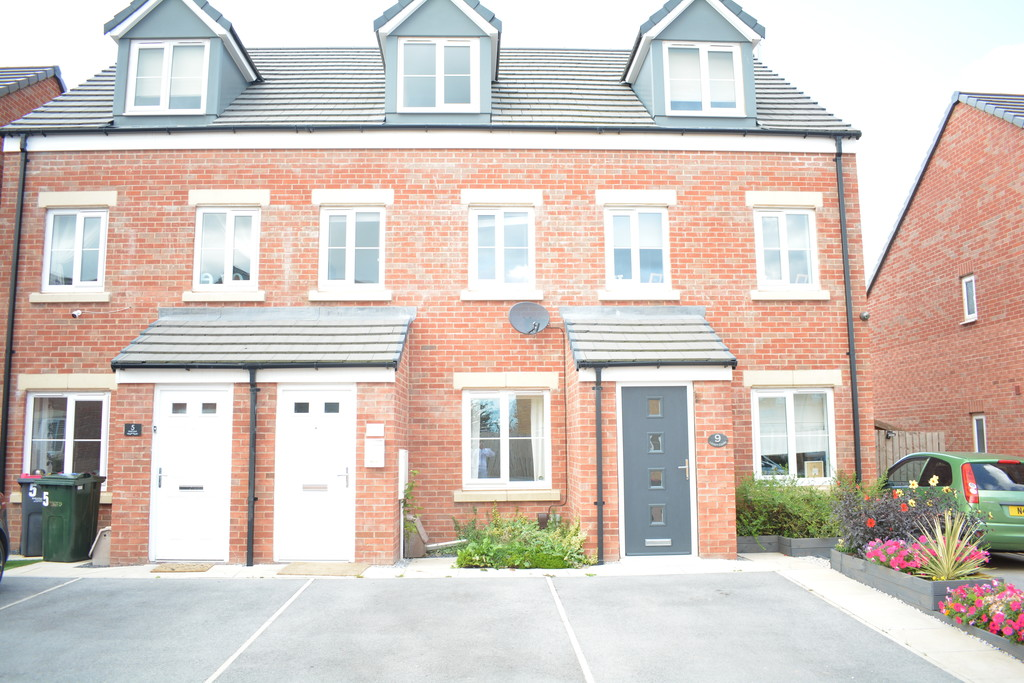 Three Bedroom Townhouse for sale in Thurcroft, Rotherham, S6