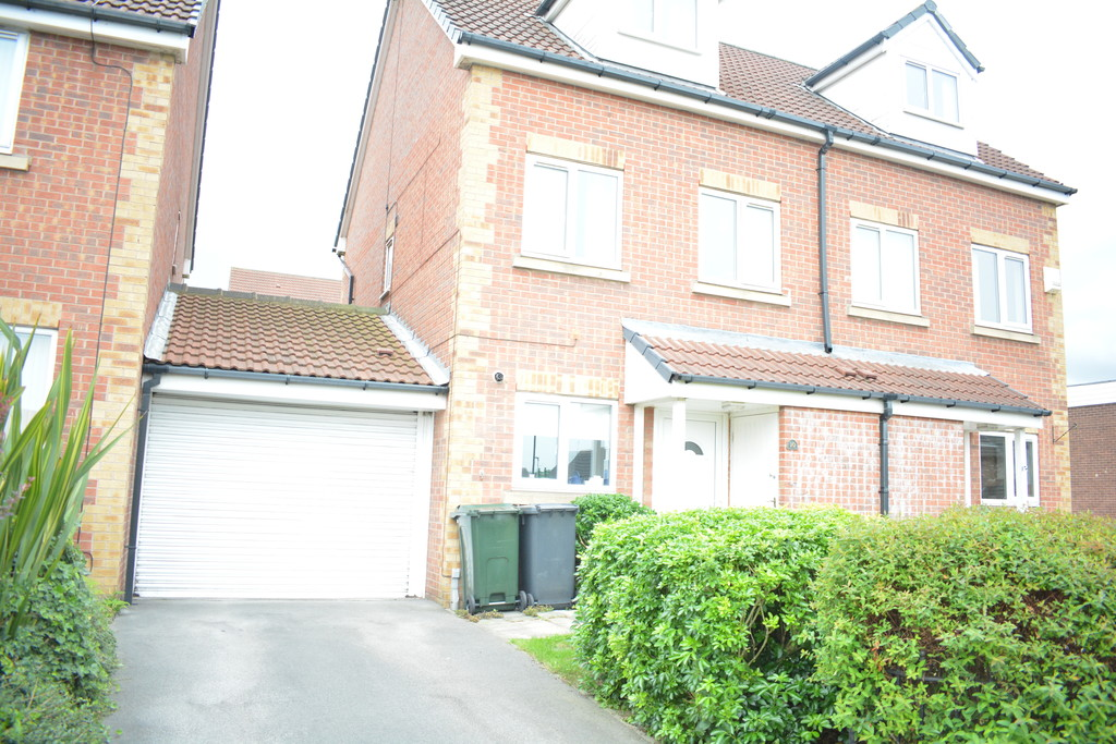 Three Bedroom Townhouse for sale in Parkgate, Rotherham, S6