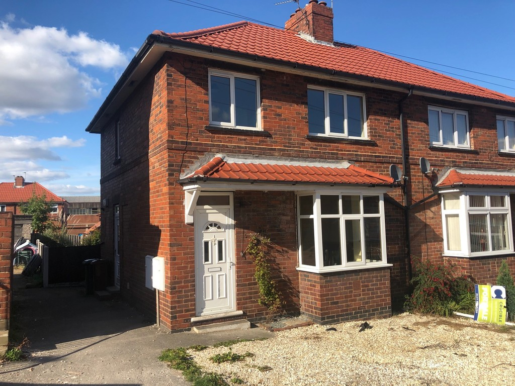 Three Bedroom Semi Detached Home for sale in Hoyland, Barnsley, S7