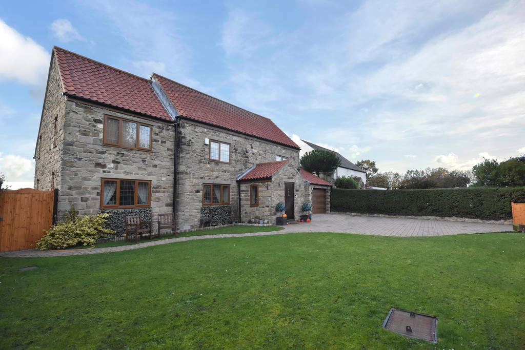 Superb four bed detached family home for sale in Dalton Magna, Rotherham, S6