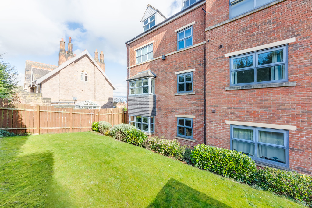 Stunning two bedroom apartment for sale in Moorgate View, Rotherham, S6