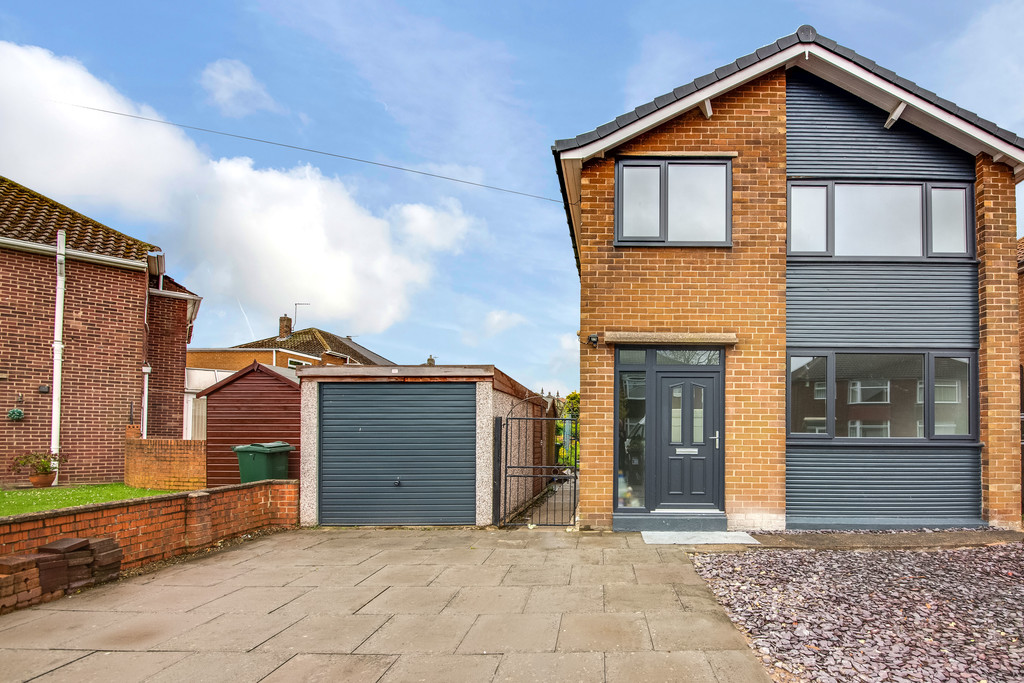 Stunning three bedroom detached home for sale in Wickersley, Rotherham, S6