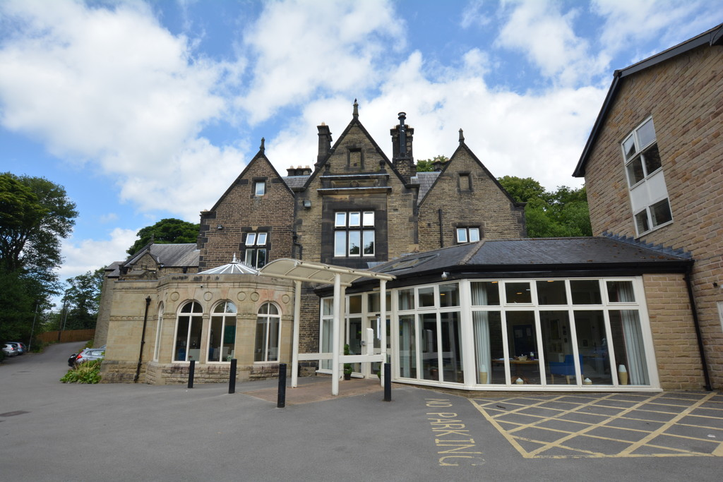 Second Floor Apartment for sale in Glossop, Sheffield, SK