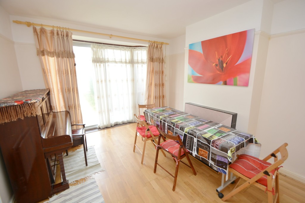 House To Rent In London L2L655-383