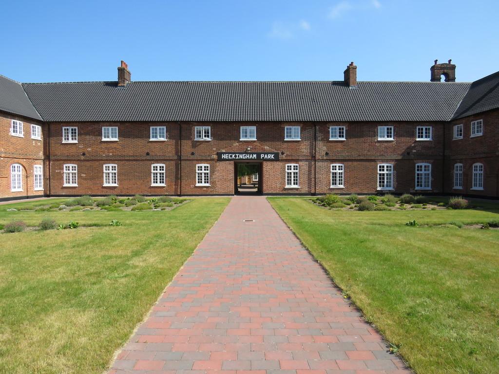 Heckingham Park Drive,  Hales,  Norwich,