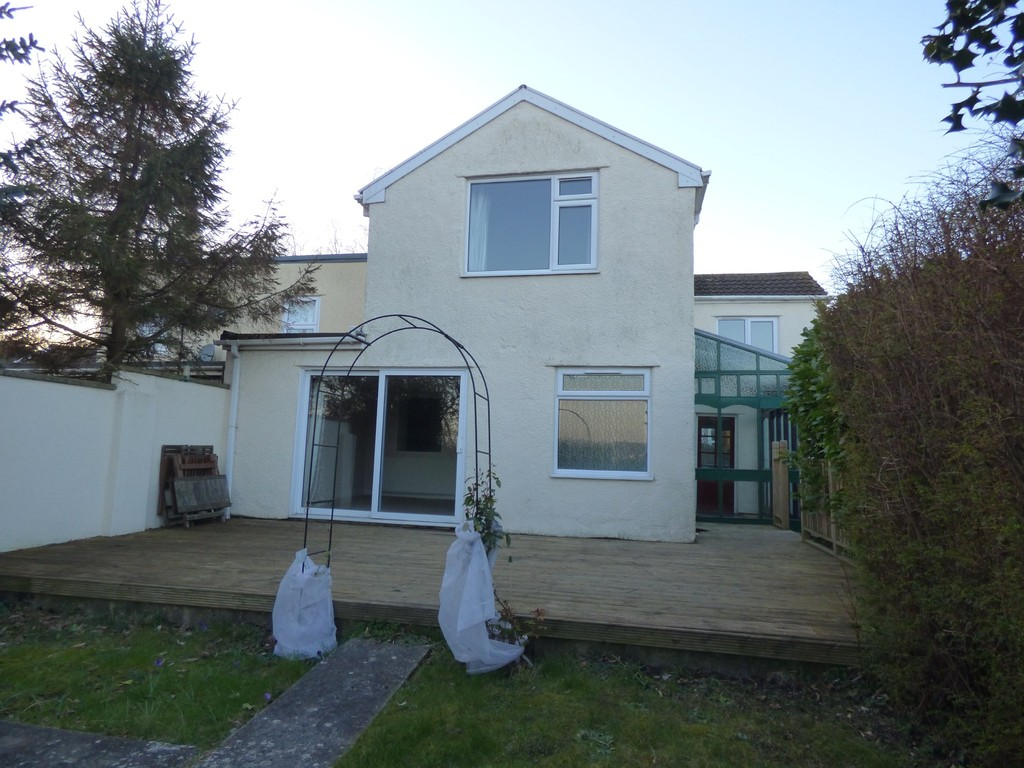 TO LET: Station Road, Winterbourne Down