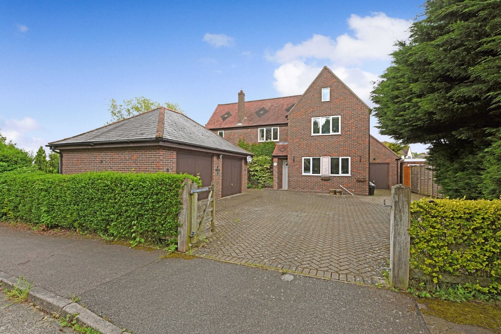 Valley Crescent, West Bergholt, Colchester, CO6 3ED