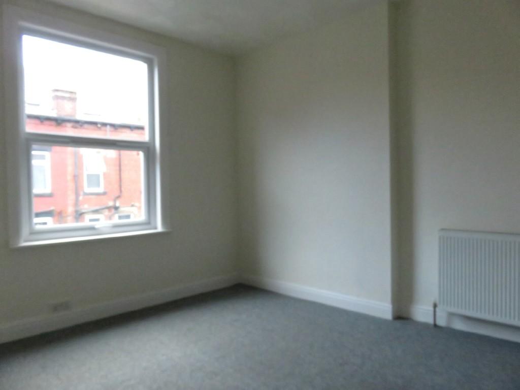 2 Paisley View, Armley, Leeds, LS12 3JN