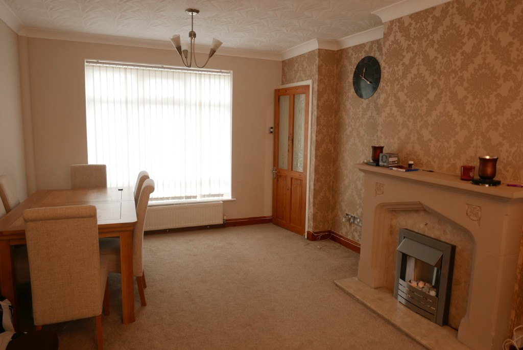 25 Whincover Bank, Farnley, Leeds, LS12 5JW