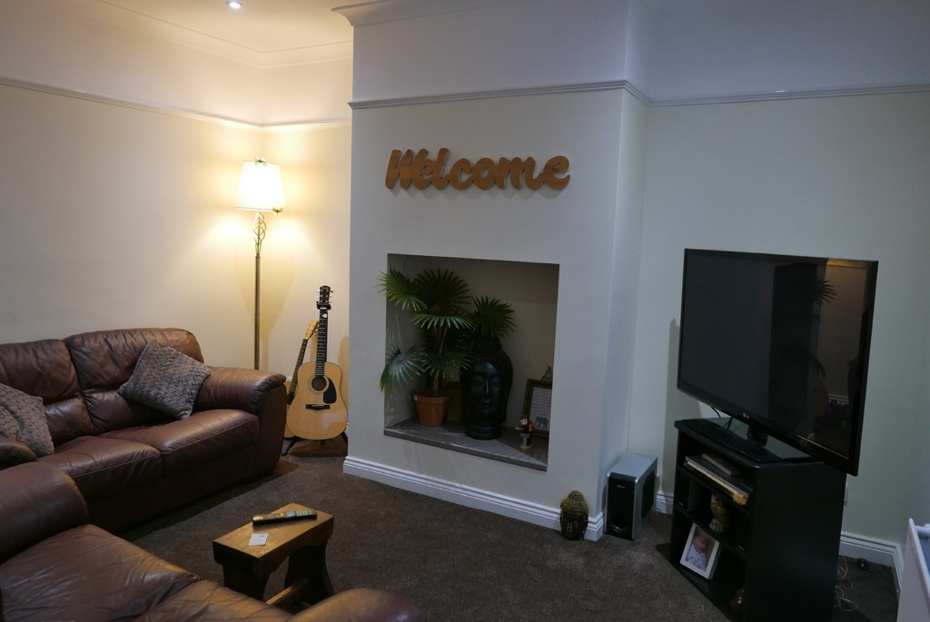 8 Edinburgh Place, Armley Leeds, LS12 3RQ