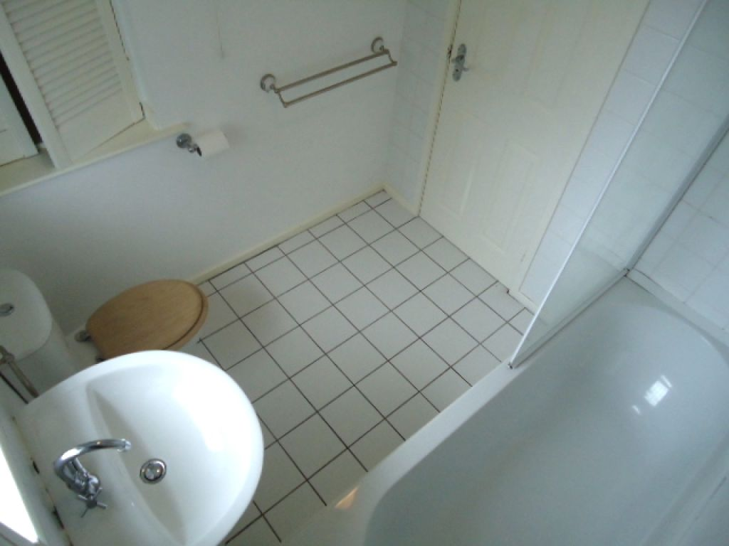 1 Bedroom Apartment Flat To Rent - Image 5