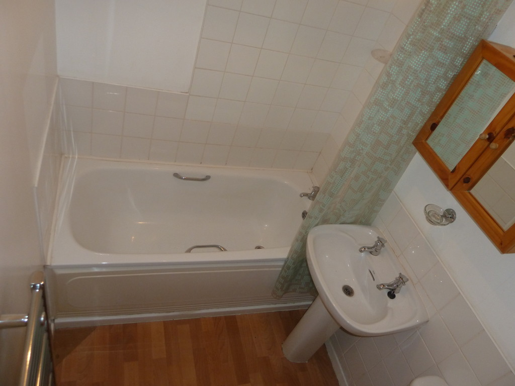 1 Bedroom Flat To Rent - Image 5