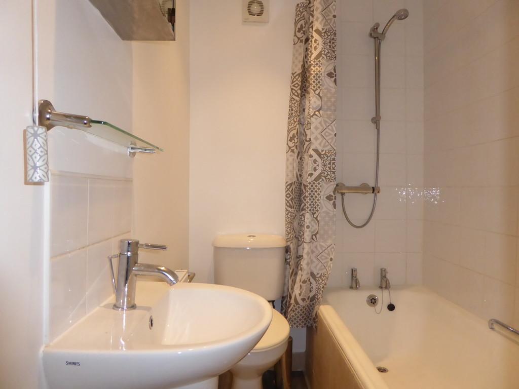 2 Bedroom Flat To Rent - Image 5