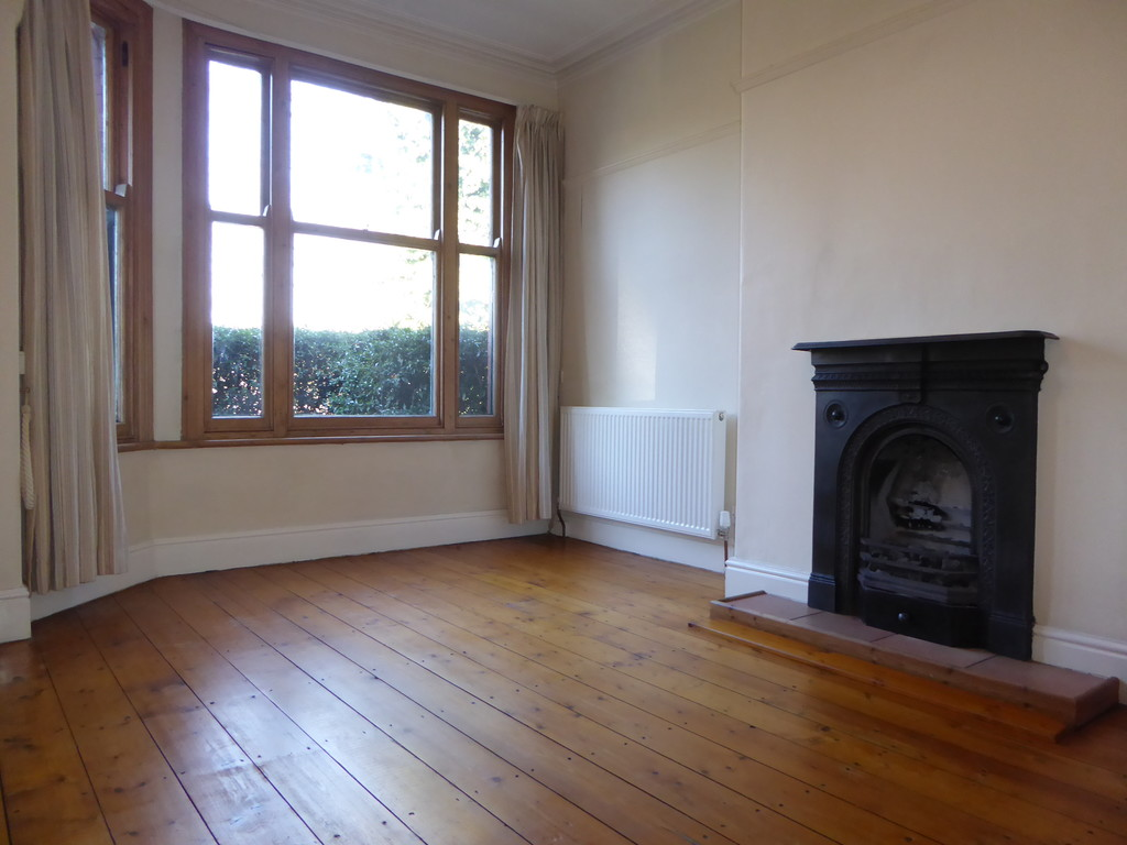 3 Bedroom Mid Terraced House To Rent - Image 2